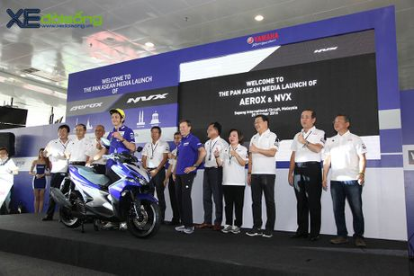 Valentino Rossi ven man tay ga the thao Yamaha NVX 155cc hoan toan moi - Anh 2