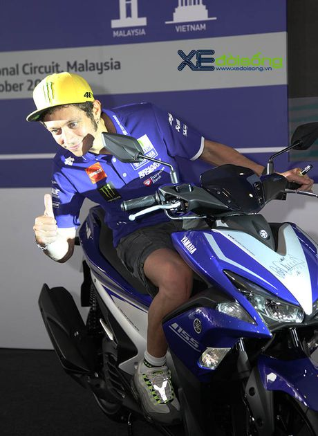 Valentino Rossi ven man tay ga the thao Yamaha NVX 155cc hoan toan moi - Anh 6