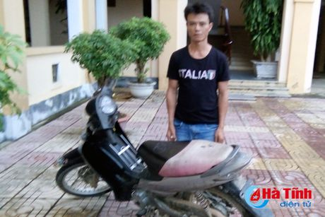 Trom xe may lay tien mua ma tuy su dung - Anh 1