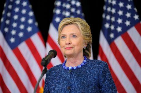 Ba Clinton bi FBI dieu tra truoc them bau cu Tong thong - Anh 1