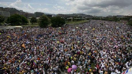 Dinh cong o Venezuela doi lat do Tong thong Maduro - Anh 2