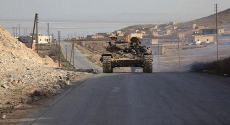 Quan doi Syria 'siet thong long' cu diem khung bo cuoi cung o ngoai o Damascus - Anh 1