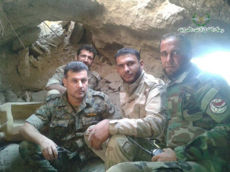 Quan doi Syria pha huy ham ngam cua IS (video) - Anh 1