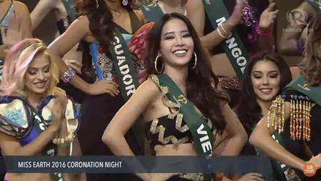 Clip xuong ten Nam Em lot top 16 Hoa hau Trai dat 2016 va man trinh dien bikini - Anh 1