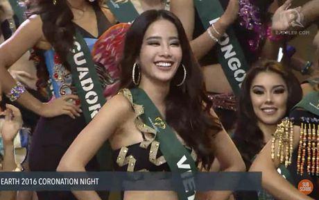 Clip xuong ten Nam Em lot top 16 Hoa hau Trai dat 2016 va man trinh dien bikini - Anh 2