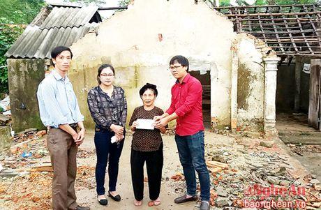 Cac don vi, ca nhan, tap the tang qua nguoi dan vung lu, vung kho khan - Anh 3