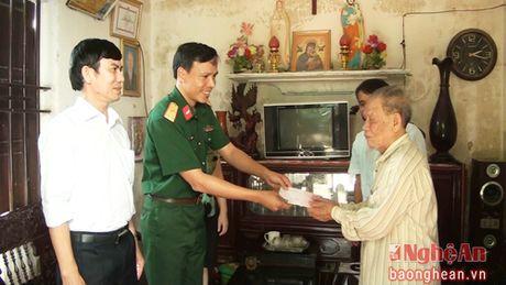Cac don vi, ca nhan, tap the tang qua nguoi dan vung lu, vung kho khan - Anh 5