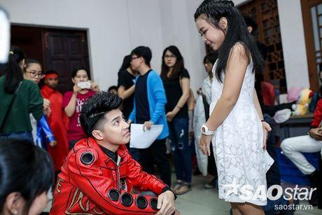 Mac ap luc, Noo Phuoc Thinh van cu dang yeu trong hau truong Chung Ket The Voice Kids - Anh 5