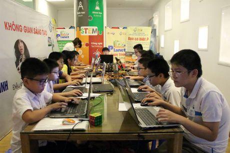 Gan 60 'ky su robot' nhi Ha Noi tranh tai tai WeCode 2016 - Anh 1