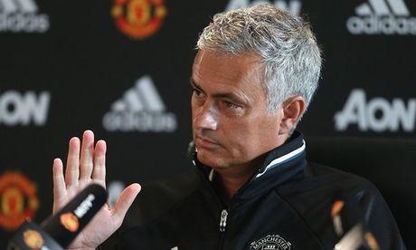 Mourinho ly giai nguyen nhan bo roi Mkhitaryan - Anh 1