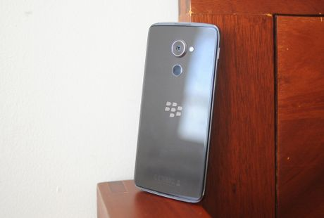 Anh thuc te BlackBerry DTEK60 sap ve Viet Nam - Anh 12