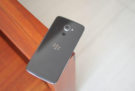 Anh thuc te BlackBerry DTEK60 sap ve Viet Nam - Anh 1