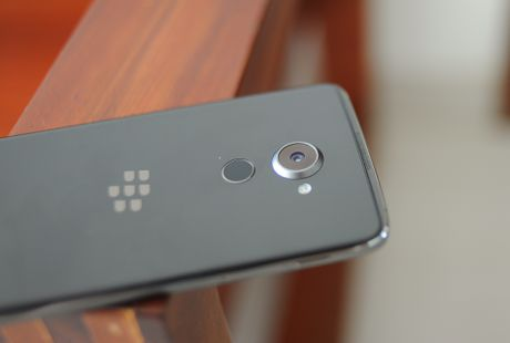 Anh thuc te BlackBerry DTEK60 sap ve Viet Nam - Anh 8