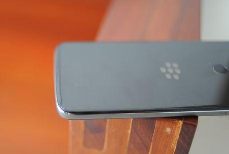 Anh thuc te BlackBerry DTEK60 sap ve Viet Nam - Anh 9