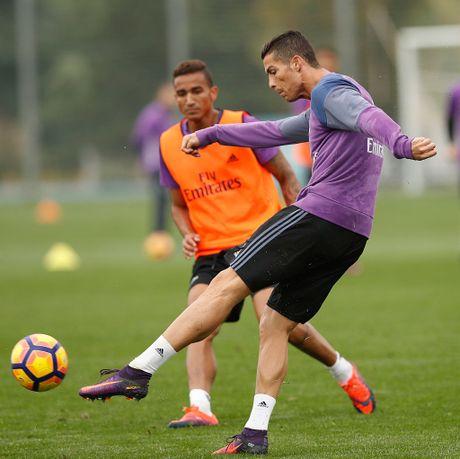 Ronaldo miet mai tap luyen nham giai con khat ban thang - Anh 3