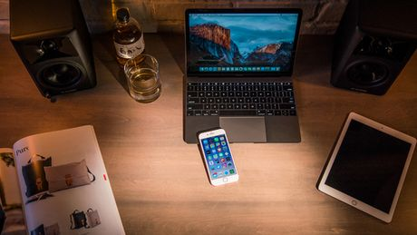 Muon dung MacBook Pro 2016 sac iPhone 7 phai bo ra 19 USD - Anh 1
