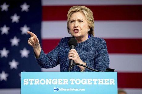 Hillary bat ngo bi FBI dieu tra truoc them bau cu - Anh 1