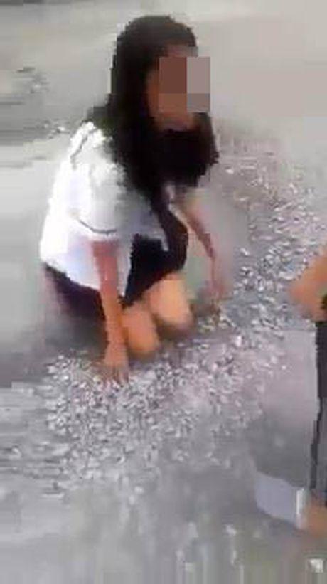 Nu sinh bi danh, bat liem chan: Nhung loi khai bat ngo - Anh 1