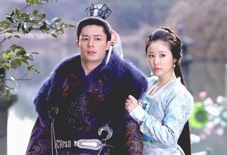 Lam Tam Nhu: Du la vo chong van doi xu nhu ban be - Anh 1