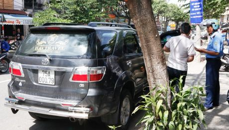 TTGT Da Nang mat phuc, bat nong 2 xe HAV don khach le - Anh 1