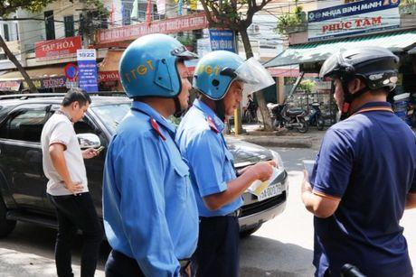 TTGT Da Nang mat phuc, bat nong 2 xe HAV don khach le - Anh 2