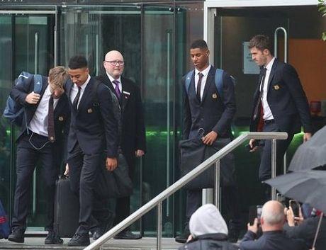 TRUC TIEP Premier League: Aguero lap cu dup cho Man City. Ibrahimovic bo lo co hoi ghi ban (Hiep 1) - Anh 16