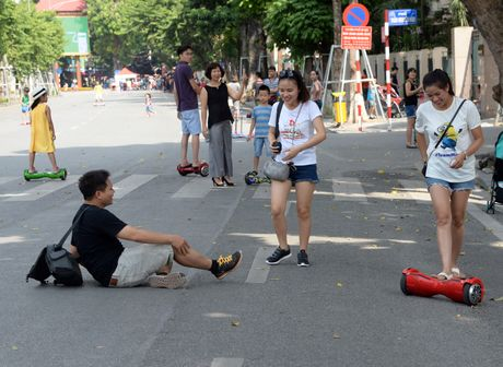Pho di bo Ho Guom hay pho xe dien can bang? - Anh 10