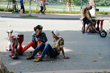 Pho di bo Ho Guom hay pho xe dien can bang? - Anh 12