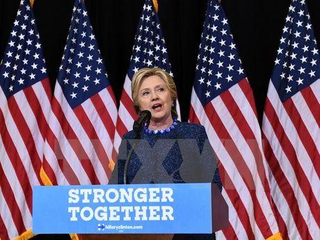Ba Hillary Clinton chi trich FBI mo lai dieu tra be boi email - Anh 1