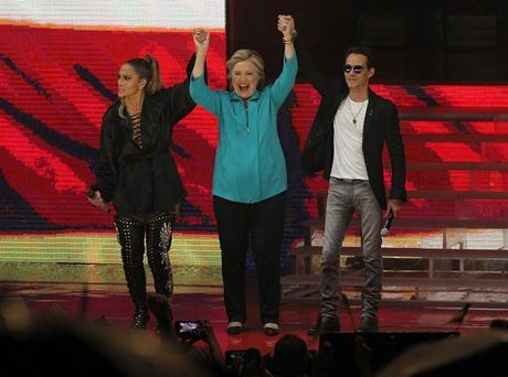 Jennifer Lopez trinh dien boc lua ung ho ba Hillary Clinton - Anh 1