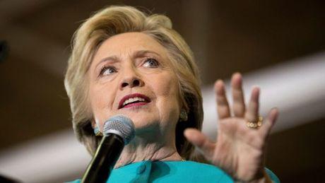 FBI chua co giay phep dieu tra be boi thu dien tu cua ba Clinton - Anh 1