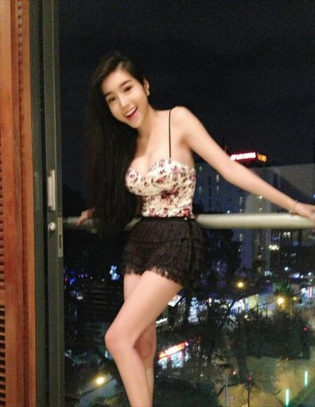 Elly Tran dep khieu khich, soan ngoi 'nu than' vong 1 - Anh 11