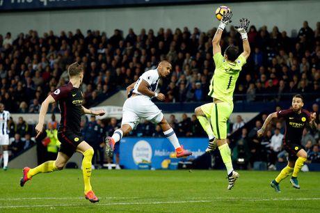 Aguero thong nong, Guardiola co tran thang dau tien sau 7 tran - Anh 10