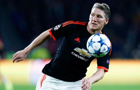 Soc: Man Utd lai co them lenh cam moi danh cho Schweinsteiger - Anh 1