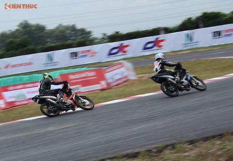 Hon 50 xe may Honda Viet 'dua nong' tai Binh Duong - Anh 10