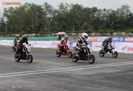 Hon 50 xe may Honda Viet 'dua nong' tai Binh Duong - Anh 11