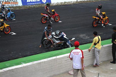 Hon 50 xe may Honda Viet 'dua nong' tai Binh Duong - Anh 13