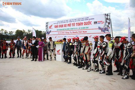 Hon 50 xe may Honda Viet 'dua nong' tai Binh Duong - Anh 1
