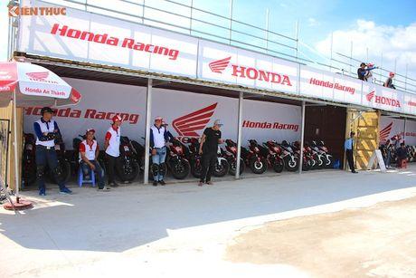 Hon 50 xe may Honda Viet 'dua nong' tai Binh Duong - Anh 3