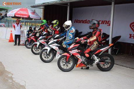 Hon 50 xe may Honda Viet 'dua nong' tai Binh Duong - Anh 4