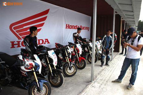Hon 50 xe may Honda Viet 'dua nong' tai Binh Duong - Anh 5