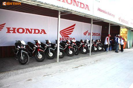 Hon 50 xe may Honda Viet 'dua nong' tai Binh Duong - Anh 6
