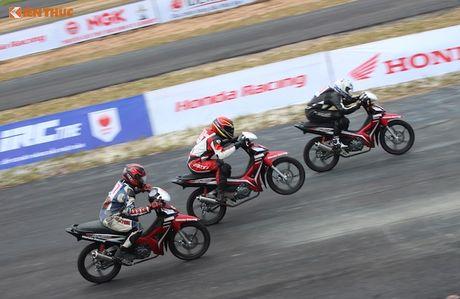 Hon 50 xe may Honda Viet 'dua nong' tai Binh Duong - Anh 8