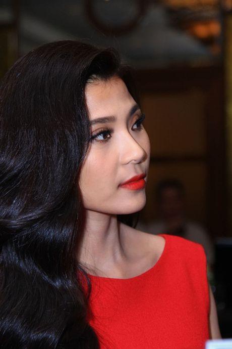 Thuy Diem mac kin nhung van dam tham, quyen ru hut hon - Anh 7