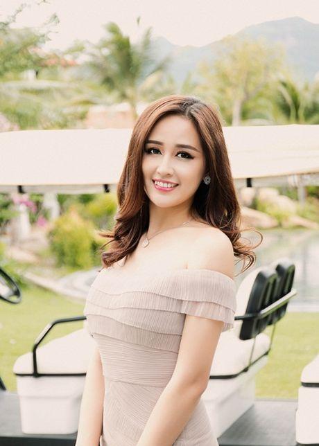 Mai Phuong Thuy khoe chan dai eo thon, dap tan tin don dang dep nho photoshop - Anh 4