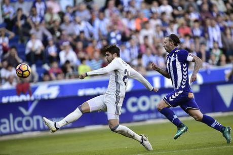 Ronaldo lap hat-trick, Real len ngoi dau - Anh 3
