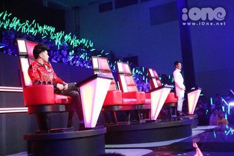 Dong Nhi - Ong Cao Thang giai thich chuyen di tre tren song truc tiep - Anh 1