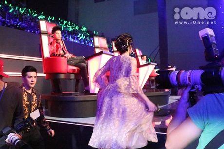 Dong Nhi - Ong Cao Thang giai thich chuyen di tre tren song truc tiep - Anh 2