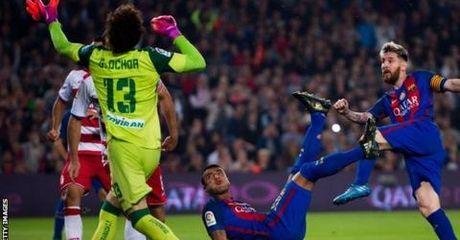 Barcelona thang sat nut doi bet bang Granada - Anh 1