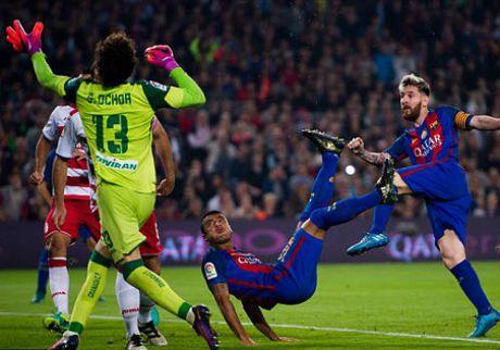 "Barcelona - Granada: ""Kep phu"" va sieu pham - Anh 1"